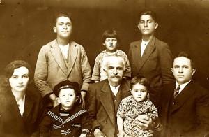 Sali Butka me Safetin dhe familjen e tij