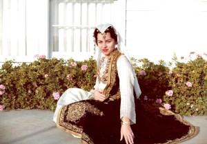 Vajza e Branko Merxhanit, Afrodita Kiçi, zonja e Gaspër Kiçit me kostum festiv të Çamërisë