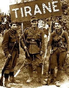 Reginald Hibbert mes partizanëve shqiptarë