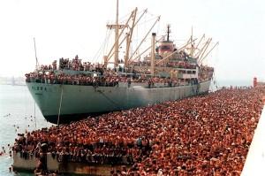 """Anija """"Vlora"""" në portin e Barit - 8 Gusht 1991"""
