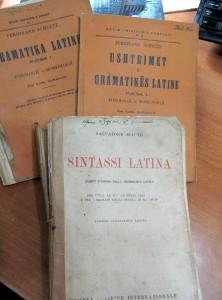 Tekste shkollore të Latinishtes ne shkollat e mesme para 1944,