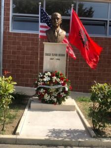 Përurimi i bustit në shkollën Charles Telford Erickson