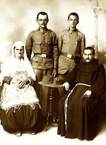At Vinçenc Prenushi me Nanen Drane dhe Vllaznit Ndos e Nush, viti 1917